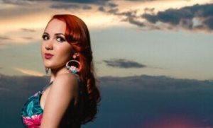 beautiful-redhead-natural-sunset